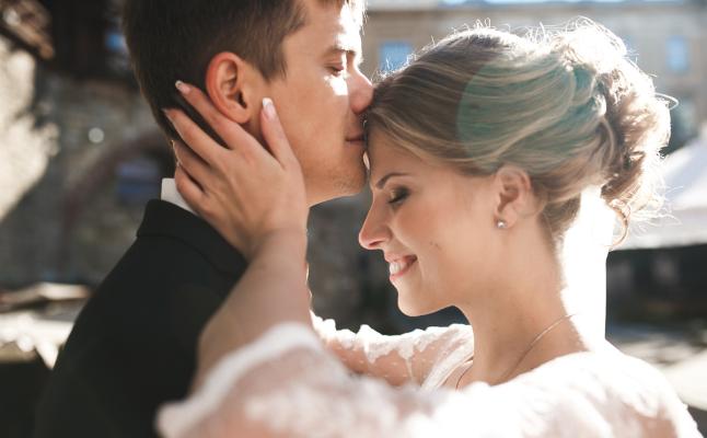 結婚は何歳でするといい?20~40代既婚者が語る、早婚・晩婚のメリット