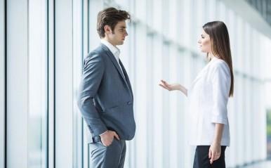 職場、取引先…興味のない人からアプローチ!仕事に支障が出ない断り方は?