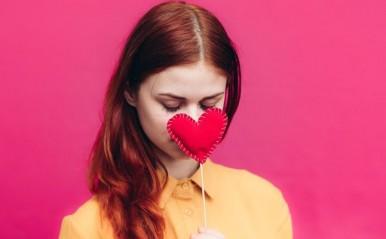 過去の恋がトラウマ化?「失敗を引きずる女性」の共通点を心理学的に解説