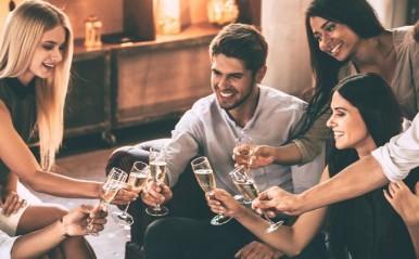 飲み会で既婚者を見抜くポイント