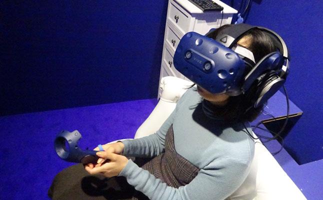 辛酸なめ子 VR体験