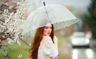 濡れた髪を拭く姿にドキッ!雨の日ならではの、男性を惹きつける恋テク3つ
