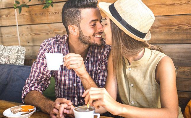 夢占い|男友達とキス!その意味は?元カレの場合は?「キスの夢」の深層心理