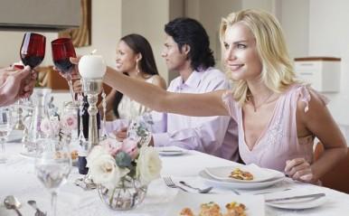 長続きするカップルはどこで出会う?大規模パーティより合コンのほうが有効な理由