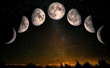 「下弦の月」「上弦の月」の恋占い!月の満ち欠けを恋の味方につけると…