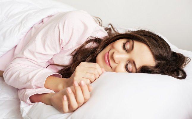 「好きな人の夢」を見るおまじないの方法!枕に…、アロマオイルで…