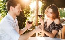 男性に好かれる立ち居振る舞いとは?恋愛における「駆け引き」の有効性を考察