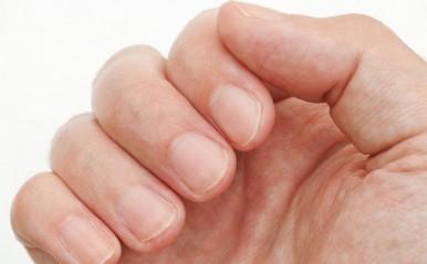 爪の形で「彼の恋愛傾向」を見抜く!爪が大きい男性は浮気がち?