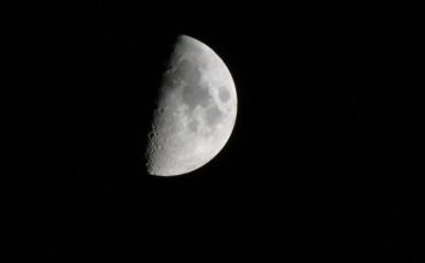獅子座は一歩進んだ展開が訪れる?5月30日「上弦の月」月星座別☆メッセージ
