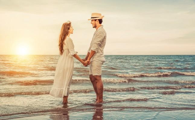 天秤座の恋はスピーディーに発展?星座別「この夏だけの恋」のアドバイス