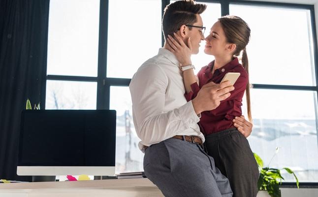 社内恋愛から結婚したカップルの体験談!部署が同じ、異動のタイミング
